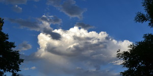 vibrant-blue-sky-with-sunlit-cumulus-cloud-2013-06-26-featured